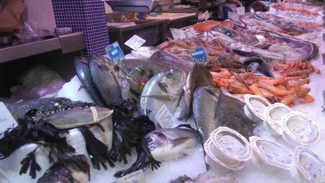 Etale de poisson aux halles de Nîmes