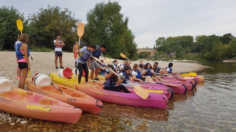Les élèves de troisième d'otientation au dépard de la descente en canoë